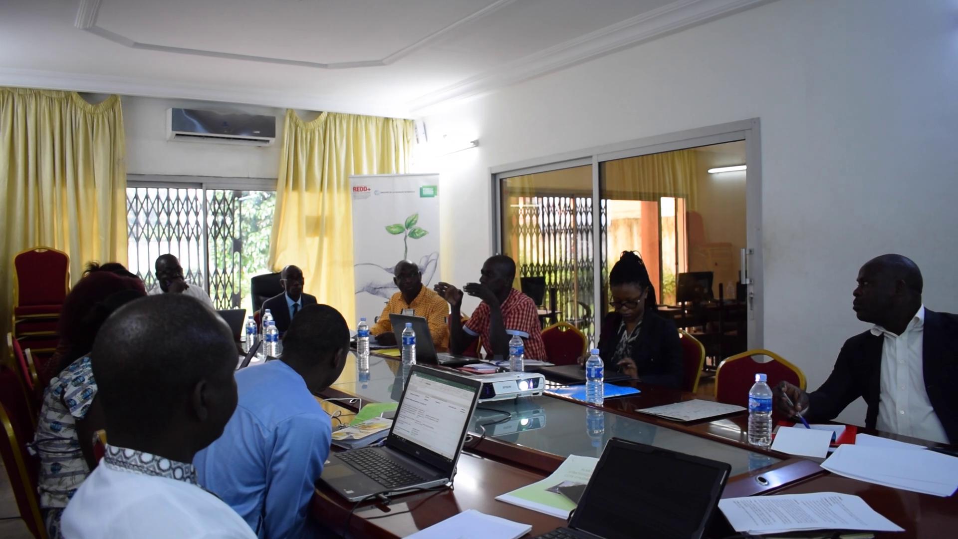 COMMUNIQUE DE PRESSE : Des représentants de la société civile s'engagent à renforcer leur contribution au mécanisme REDD+ Côte d'Ivoire sur les 3 prochaines années.